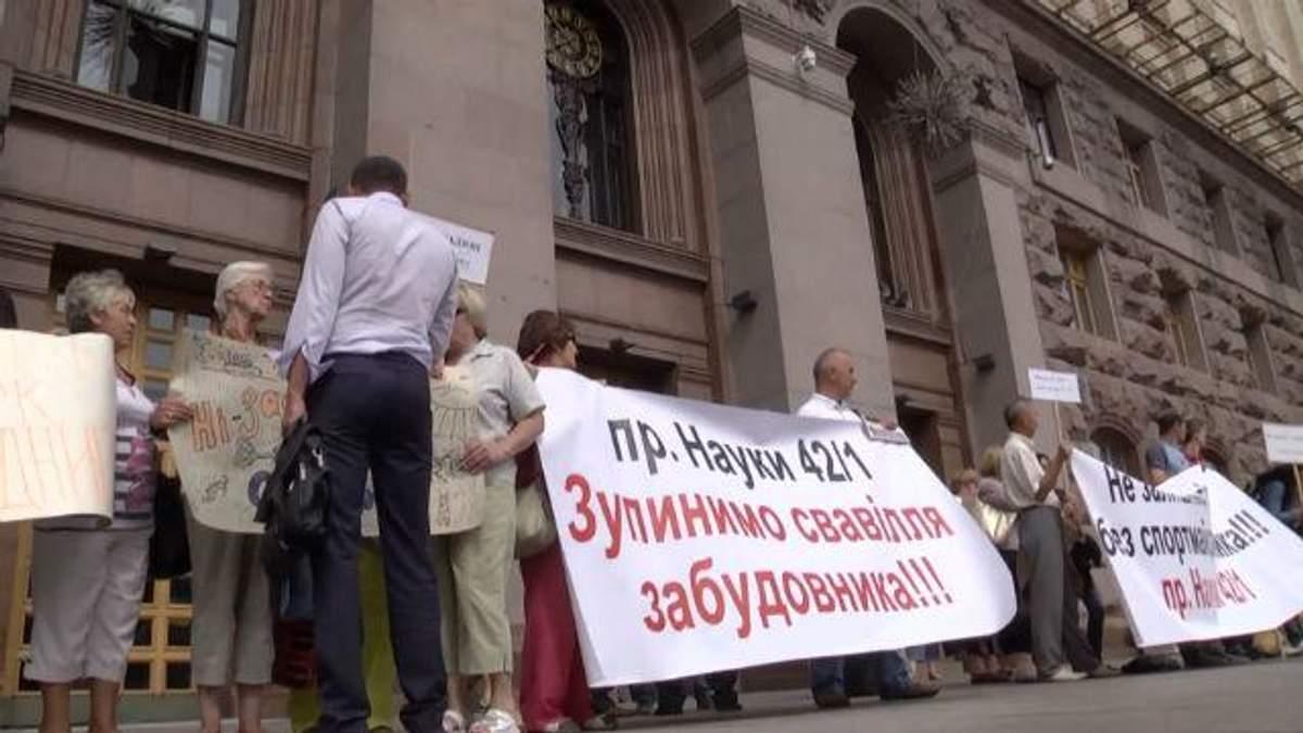 В Киеве война за гаражи