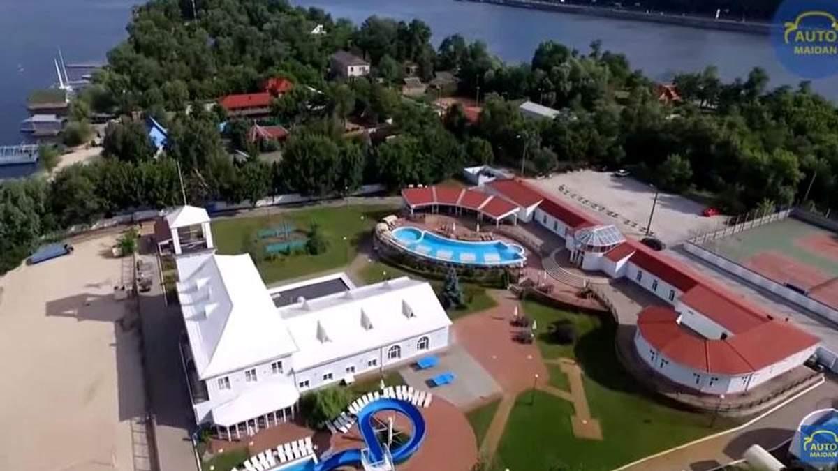З'явилось відео незаконно забудованого розкішними віллами Труханового острова
