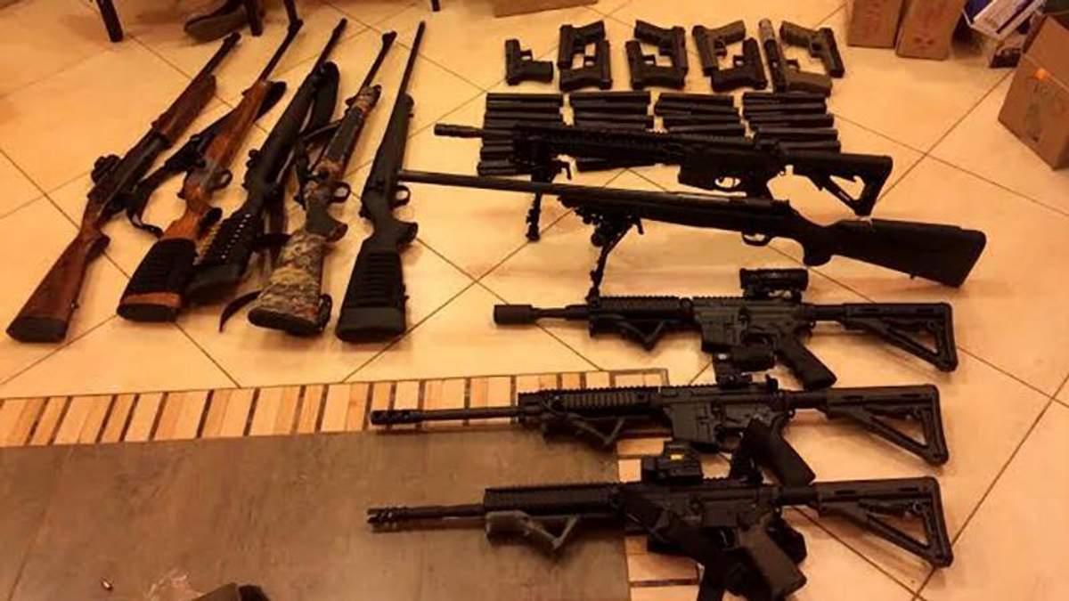 Торговцев нелегальным оружием задержали в Киеве