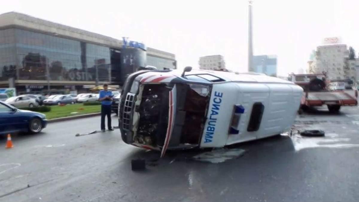 У Києві сталася ДТП за участю машини швидкої допомоги з немовлям