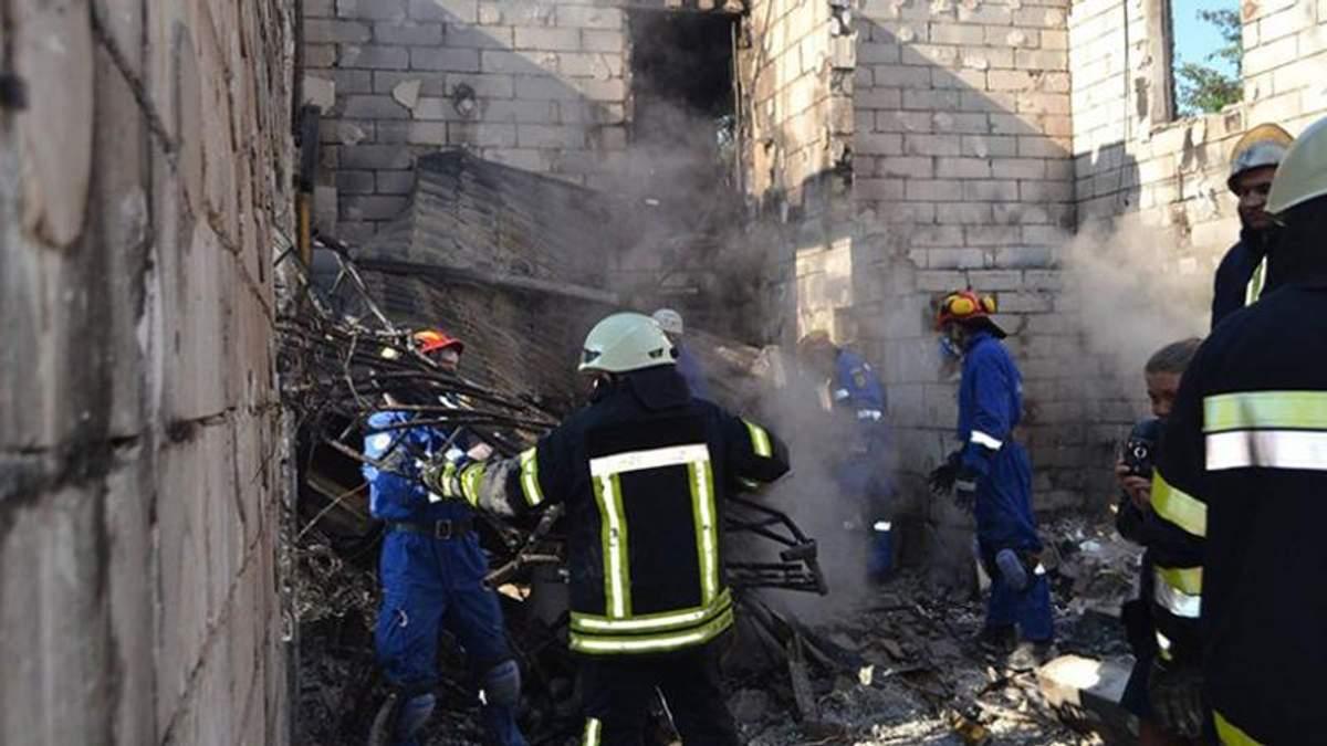 Моторошні наслідки пожежі у пансіонаті під Києвом — на відео від рятувальників