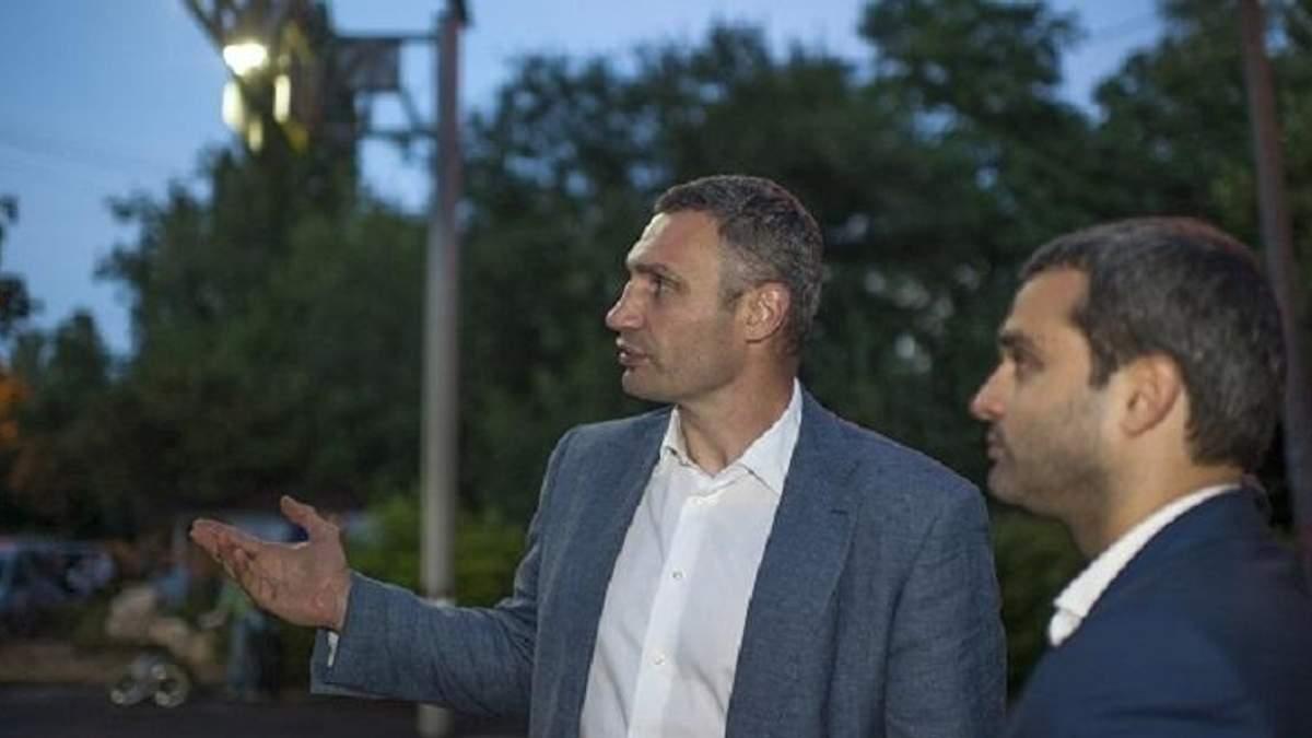 Кличко презентував освітлення пішохідного переходу, що працює від сонячних батарей