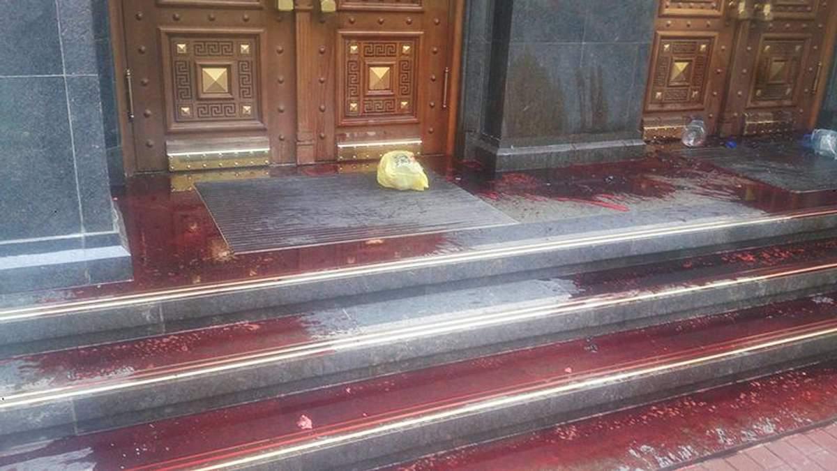 Будівлю ГПУ залили кров'ю: з'явилися фото