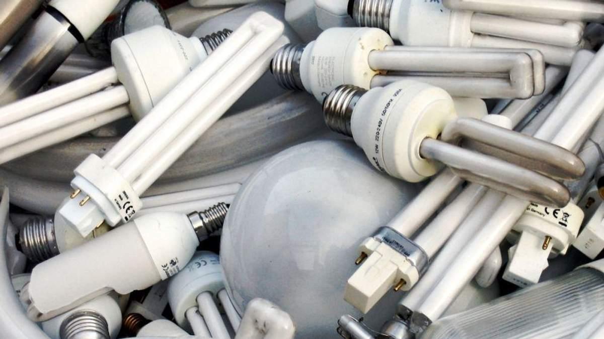 Почему опасные отходы уже год выбрасывают на улицу