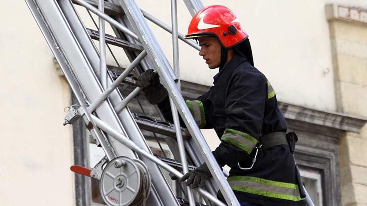 У Києві – пожежа в офісних приміщеннях