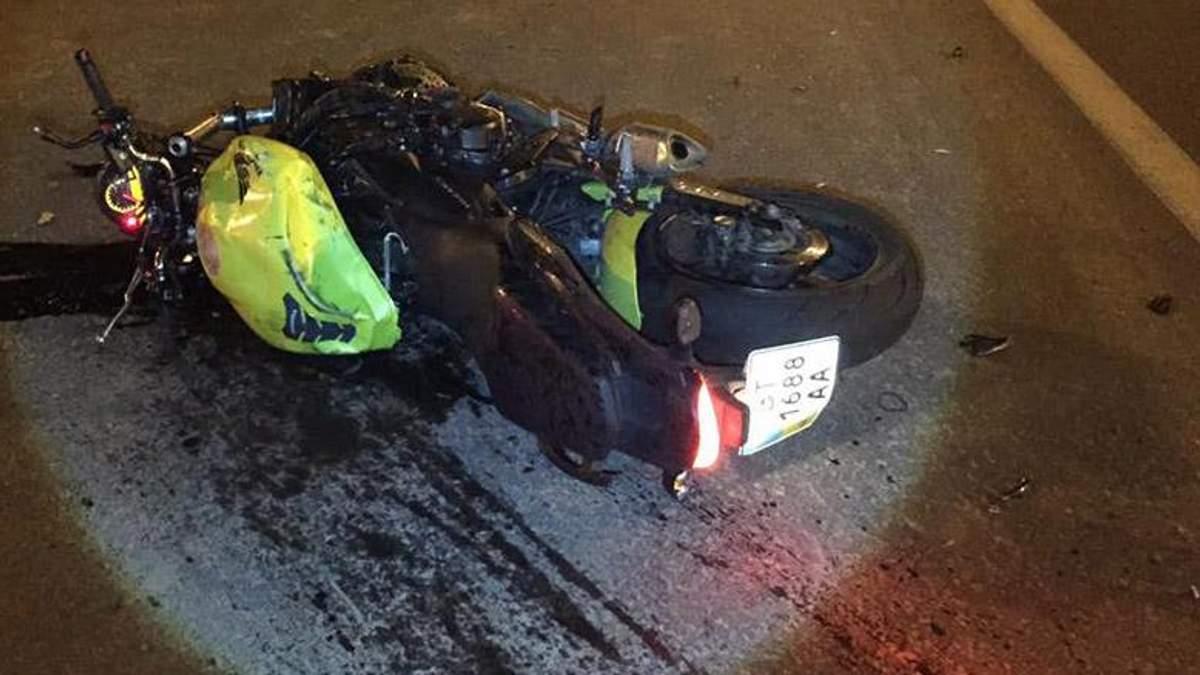 Смертельное ДТП в Киеве: мотоциклист отлетел на 20 метров