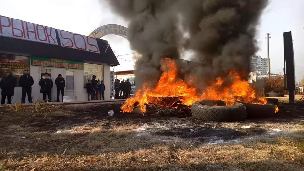 В Киеве снова подожгли шины: появились фото