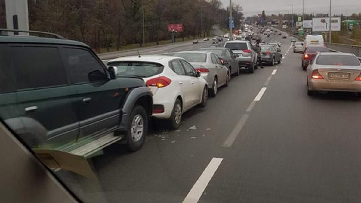 11 авто зіштовхнулись в Києві: з'явилось фото, відео