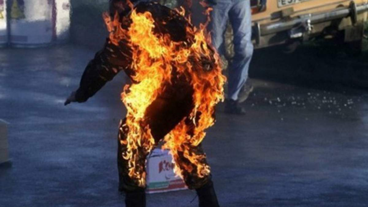 Чоловік погрожував спалити себе в Києві
