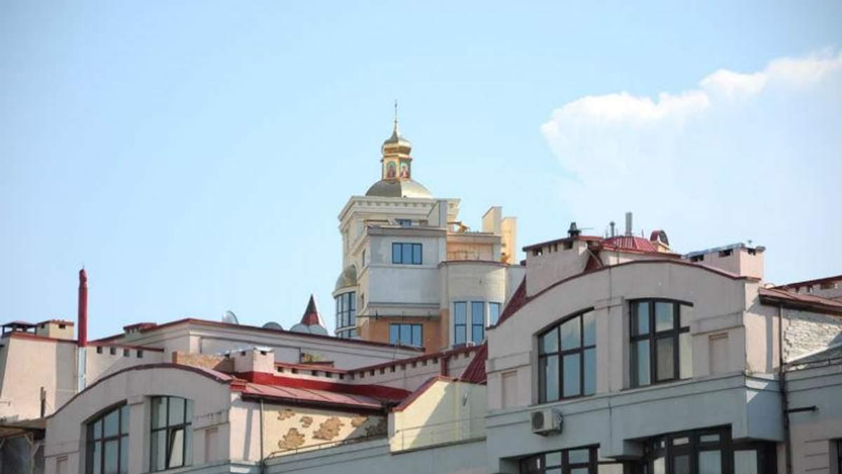 Дачі та навіть церкви: що винахідливі кияни будуть на дахах багатоповерхівок
