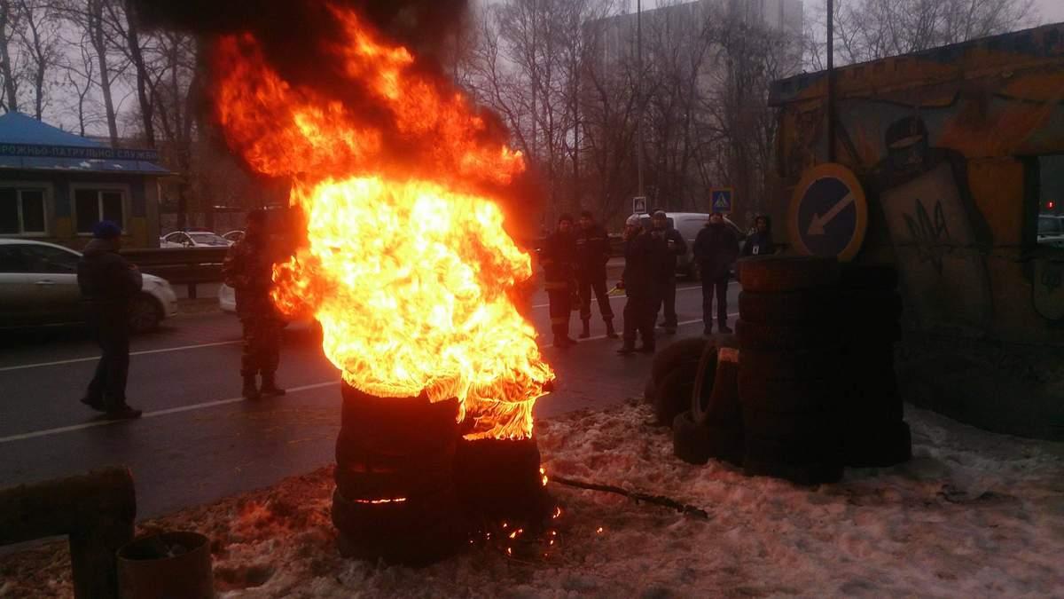Автовладельцы угрожают поджечь шины под Верховной Радой