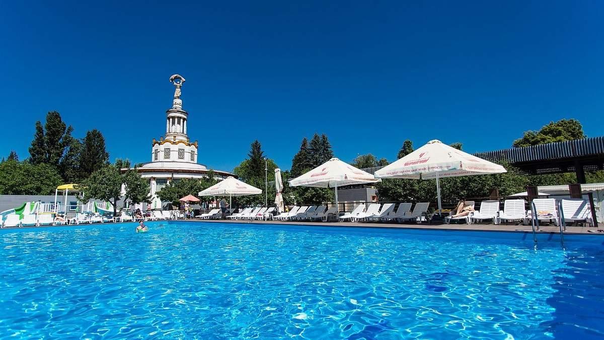 Пляжі та відкриті басейни Києва: ціни та фото