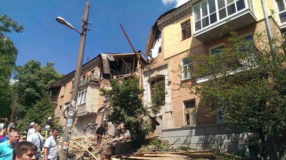 Взрыв в жилом доме Киева: известно о первой жертве, много травмированных
