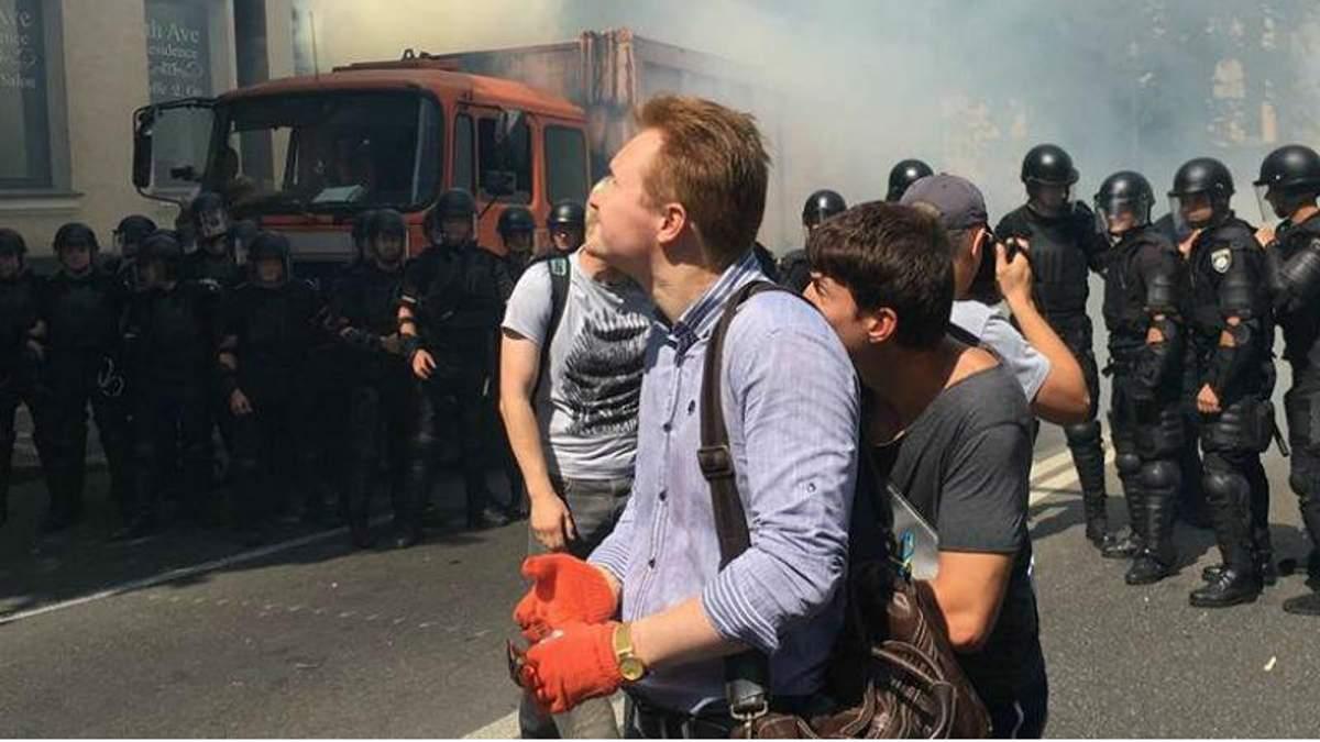 Под Верховной Радой между правоохранителями и активистами произошла стычка: появилось видео