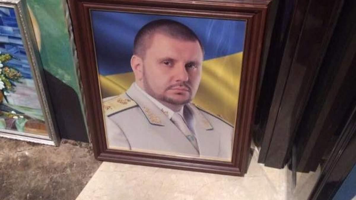 """""""Молятся на портрет шефа"""": Матиос показал несколько находок во время обысков по делу Клименко"""