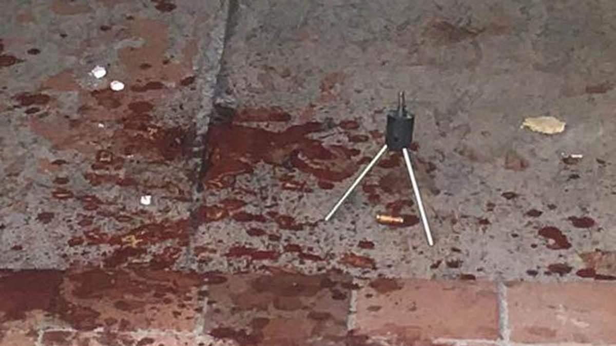 Невідомі пограбували та розстріляли чоловіка у Києві: фото з місця злочину (18+)