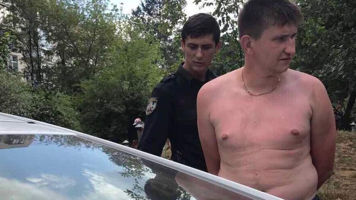 У Києві нетверезий чоловік накинувся на поліцейського: фото