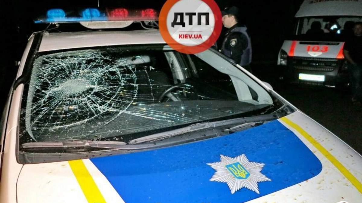 У Києві група чоловіків напала на патрульних: фото