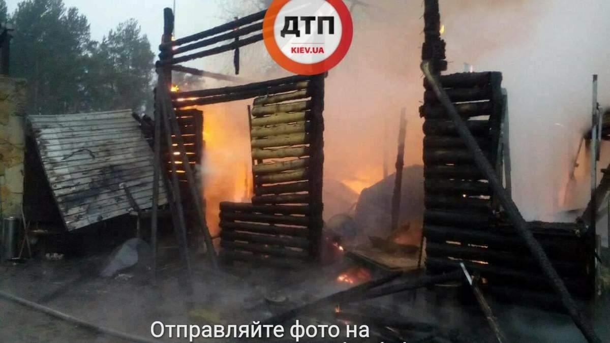 У Києві загорівся ресторан: опублікували фото