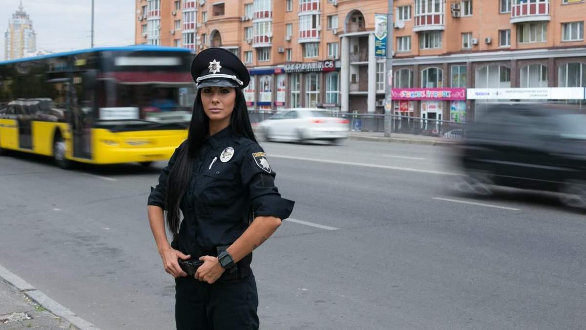 Поліцейська-красуня Мілевич оштрафувала порушника на  Bentley: фото