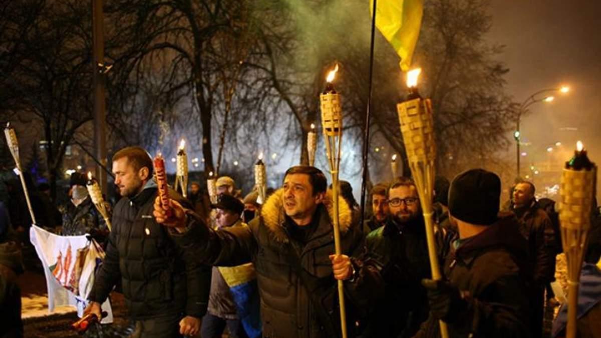 Смолоскипна хода у Києві: затриманих відпустили – вони їдуть знімати побої