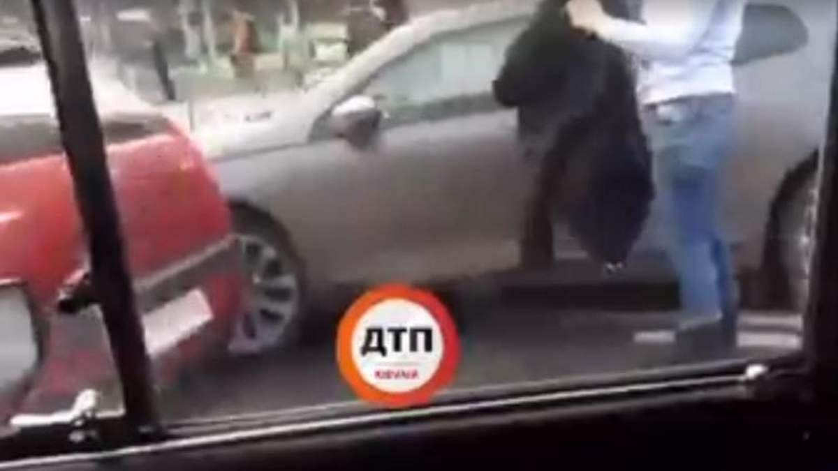 """ДТП-""""доміно"""" у Києві: зіткнулись одразу 4 автомобілі – є відео"""
