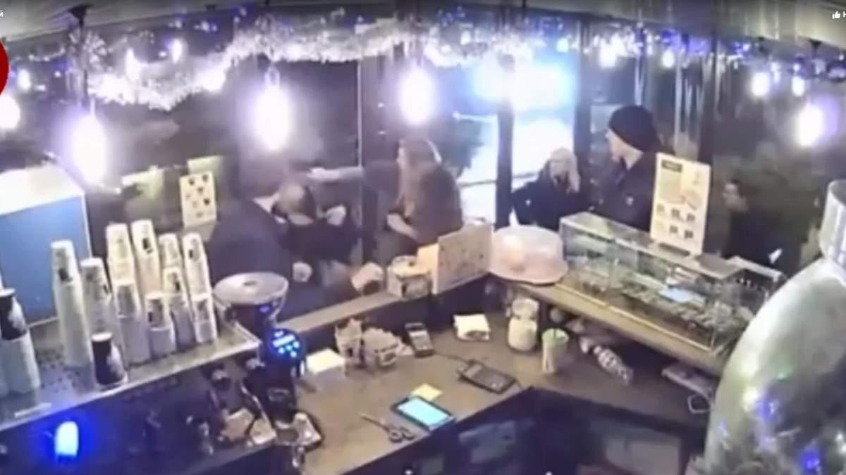 У Києві п'яний молодик влаштував бійку у кафе через зауваження