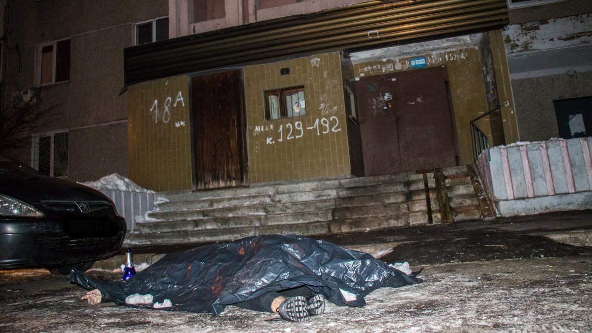 Хлопець стрибнув з 16 поверху у Києві: фото 18+
