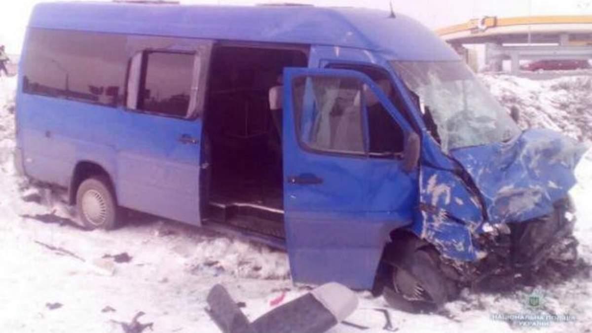 Потужна ДТП з учнями під Києвом: момент аварії потрапив на відео