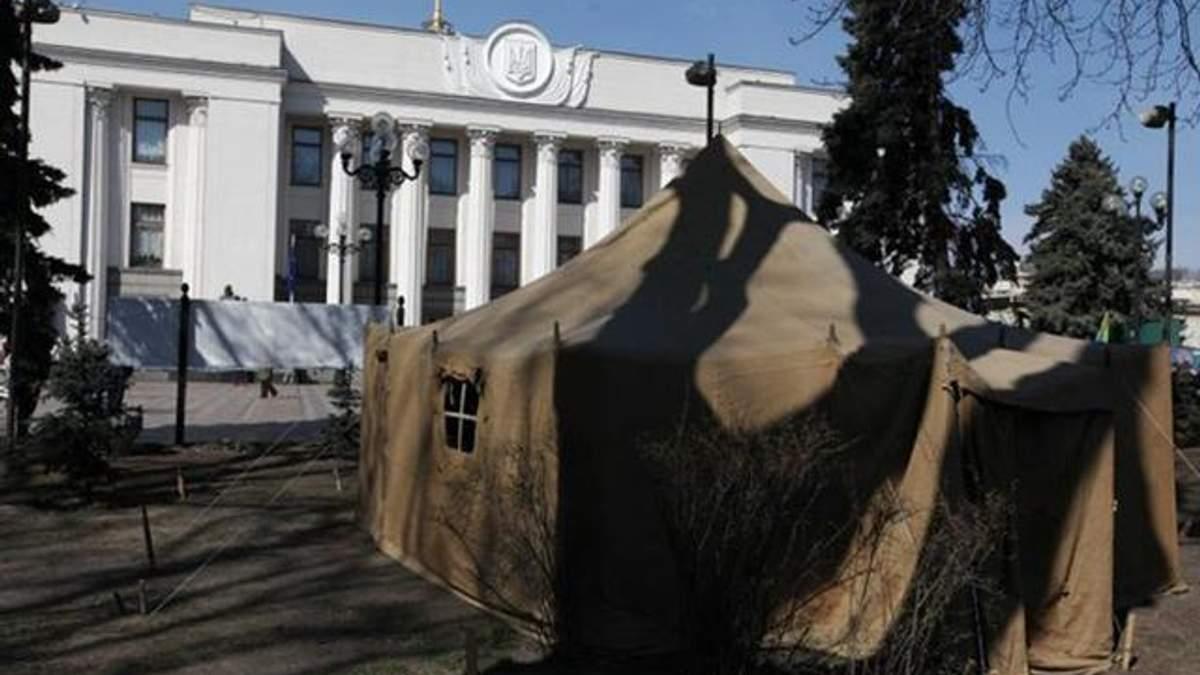 Протестувальники під Верховною Радою частково згортають наметове містечко