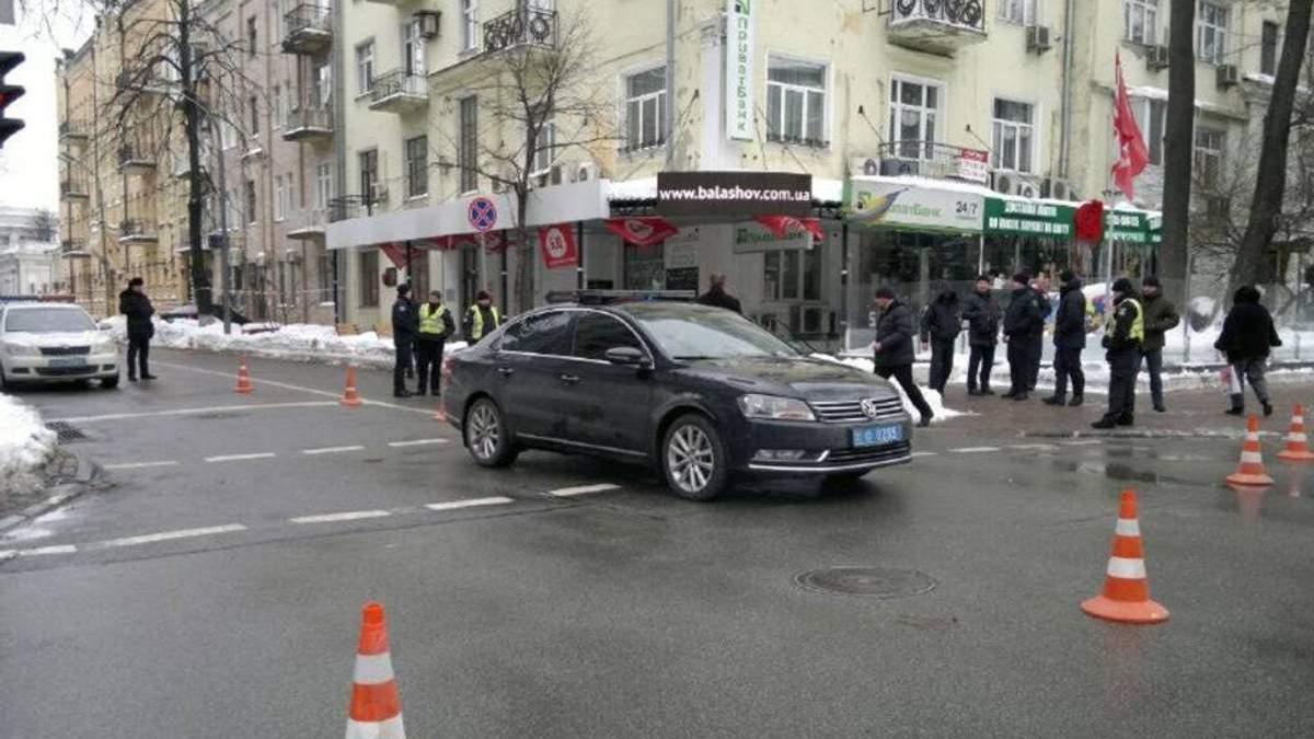Никто не вышел из кортежа Порошенко и не оказал помощь пострадавшему в ДТП – это нормально?