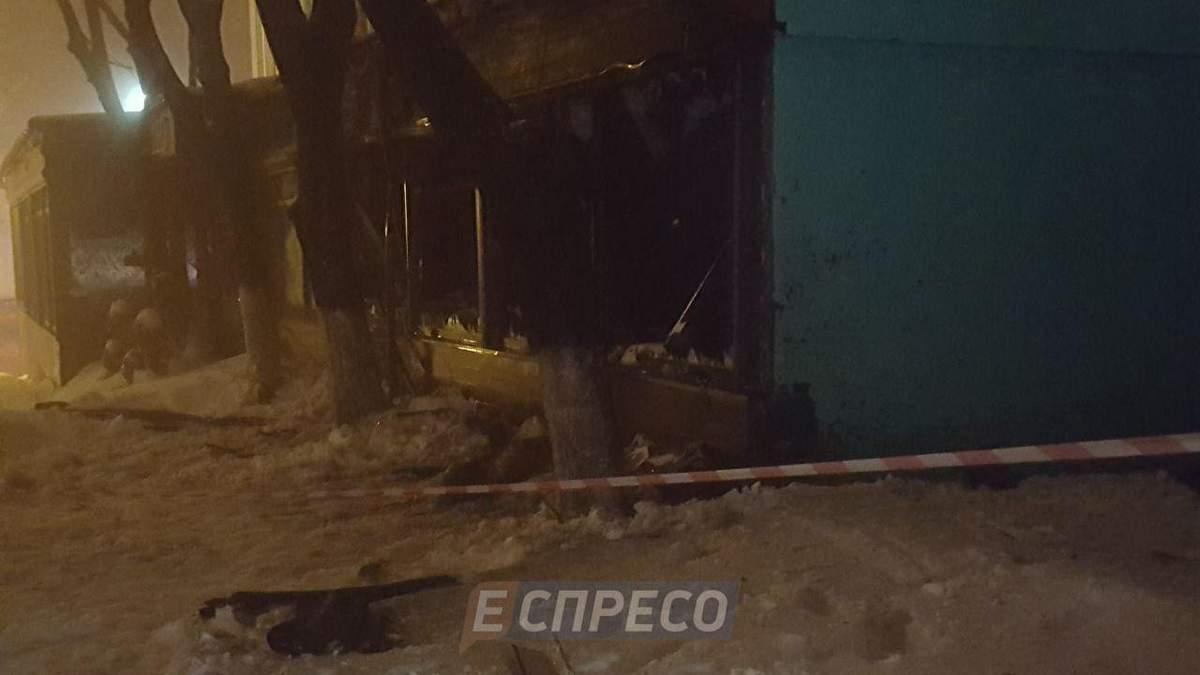 У центрі Києва з гранатомета розстріляли ресторан: деталі та фото