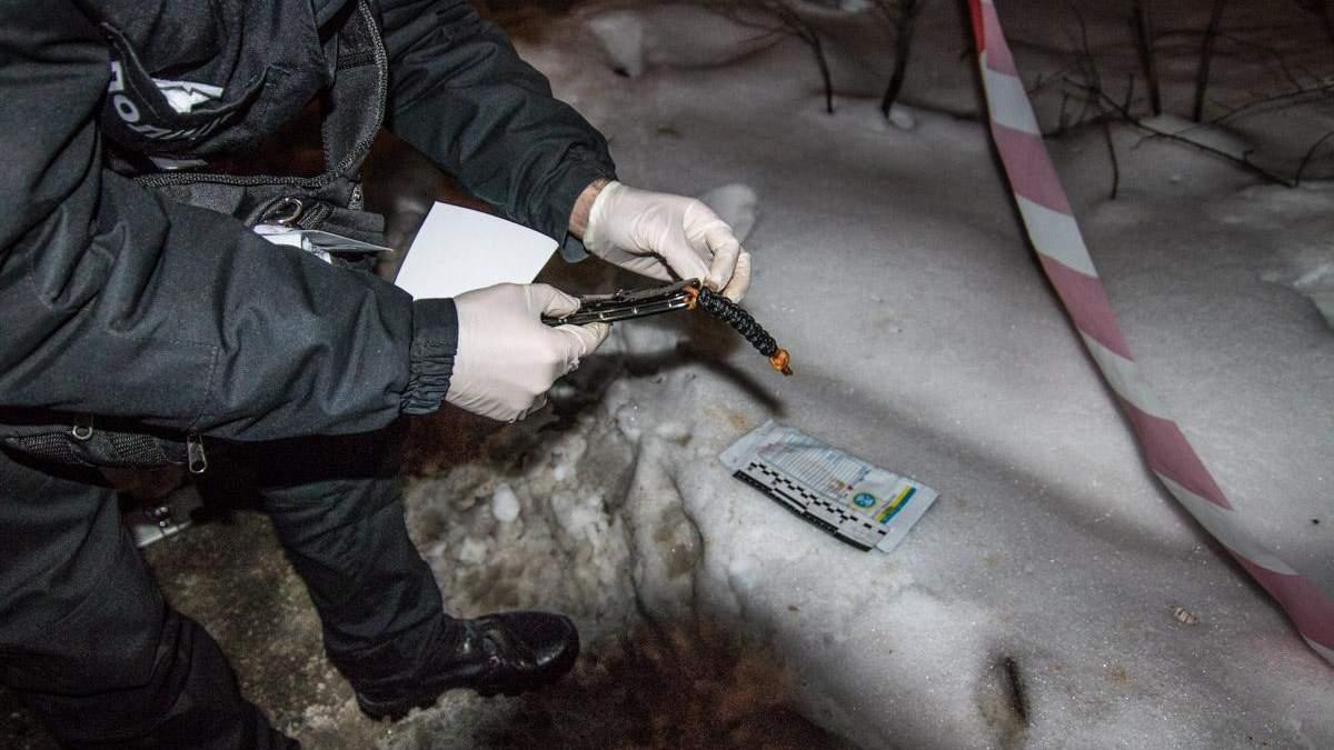 В Киеве посреди улицы убили мужчину: фото