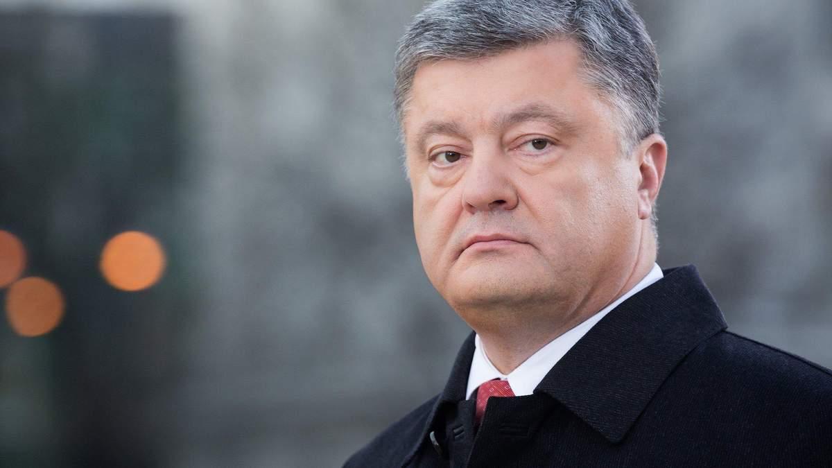 Порошенко так и не возложил цветы к памятнику Шевченко