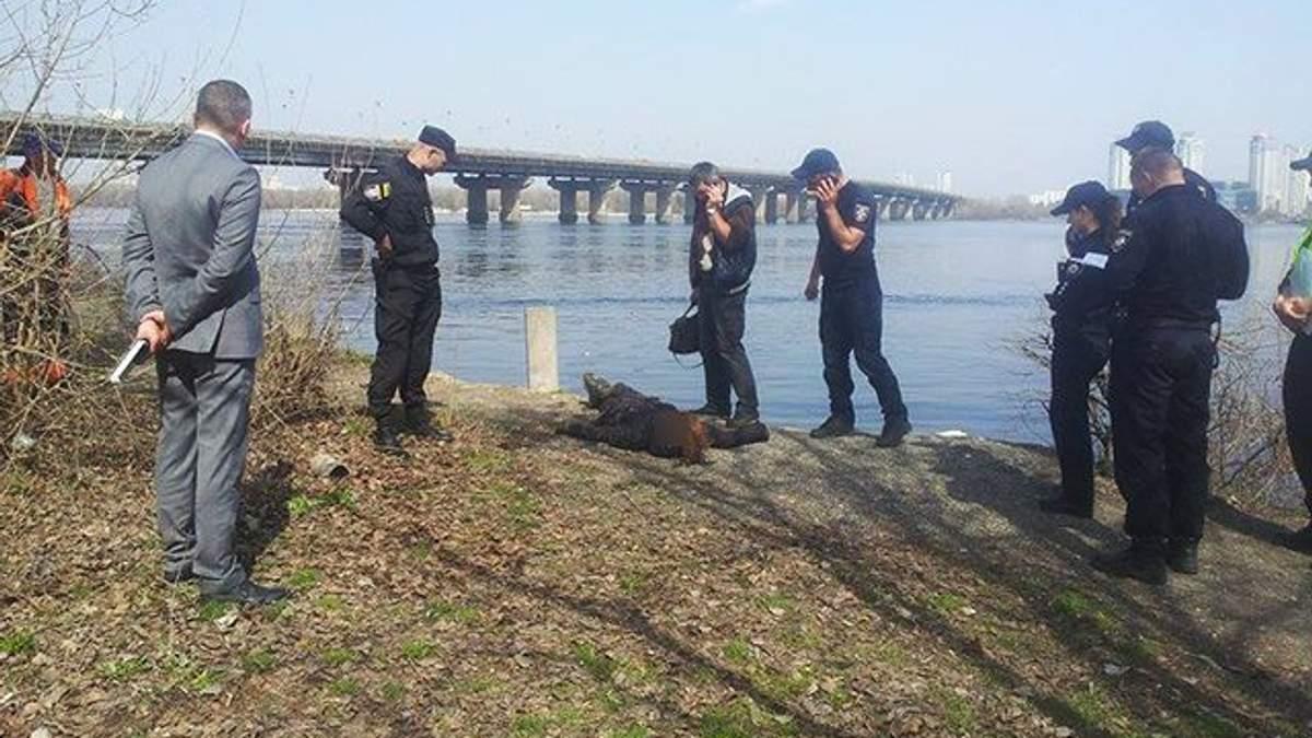 У Києві рятувальники знайшли у Дніпрі тіло дівчини: (фото 18+)