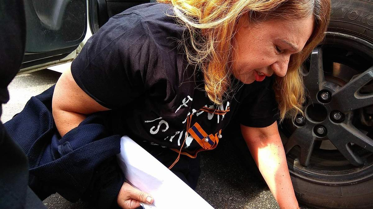 Мать погибшей экс-регионалки Бережной задержали на акции в Киеве: красноречивые фото