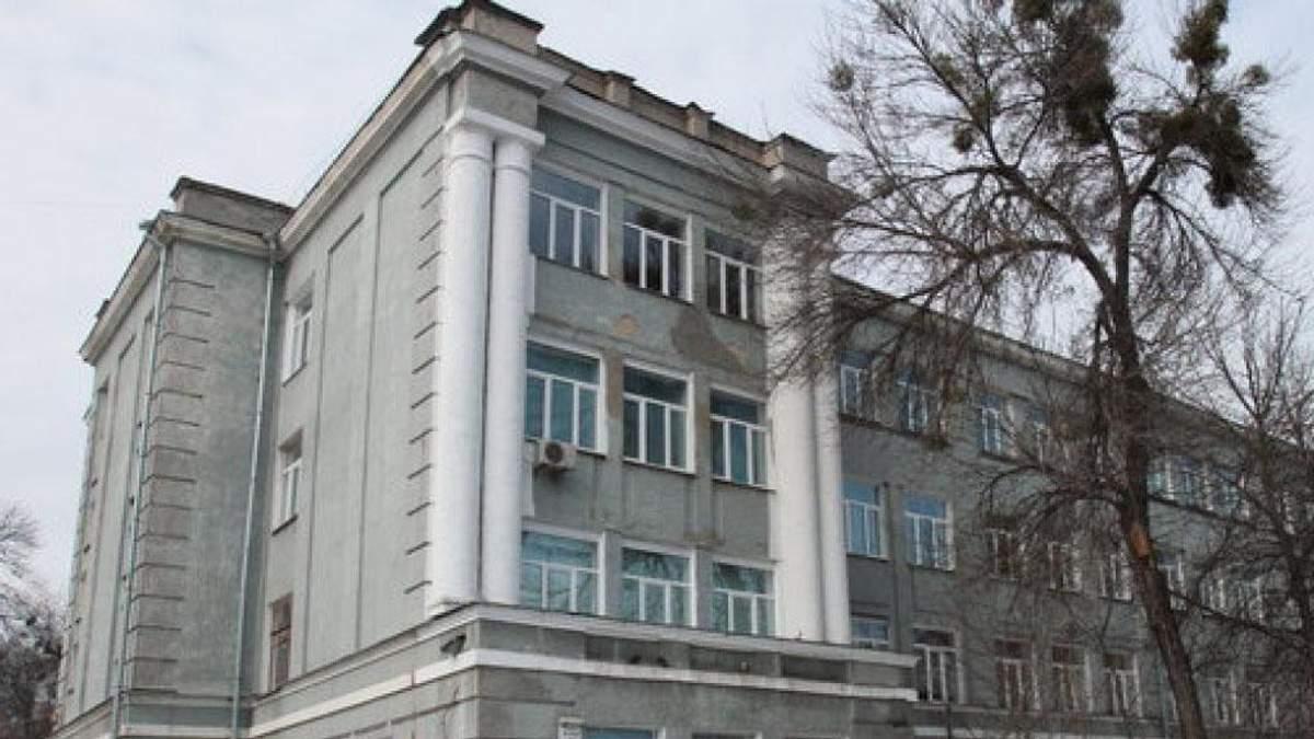Скандал із виселенням учнів з ліцею у Києві: будівлю раптово визнали не аварійною
