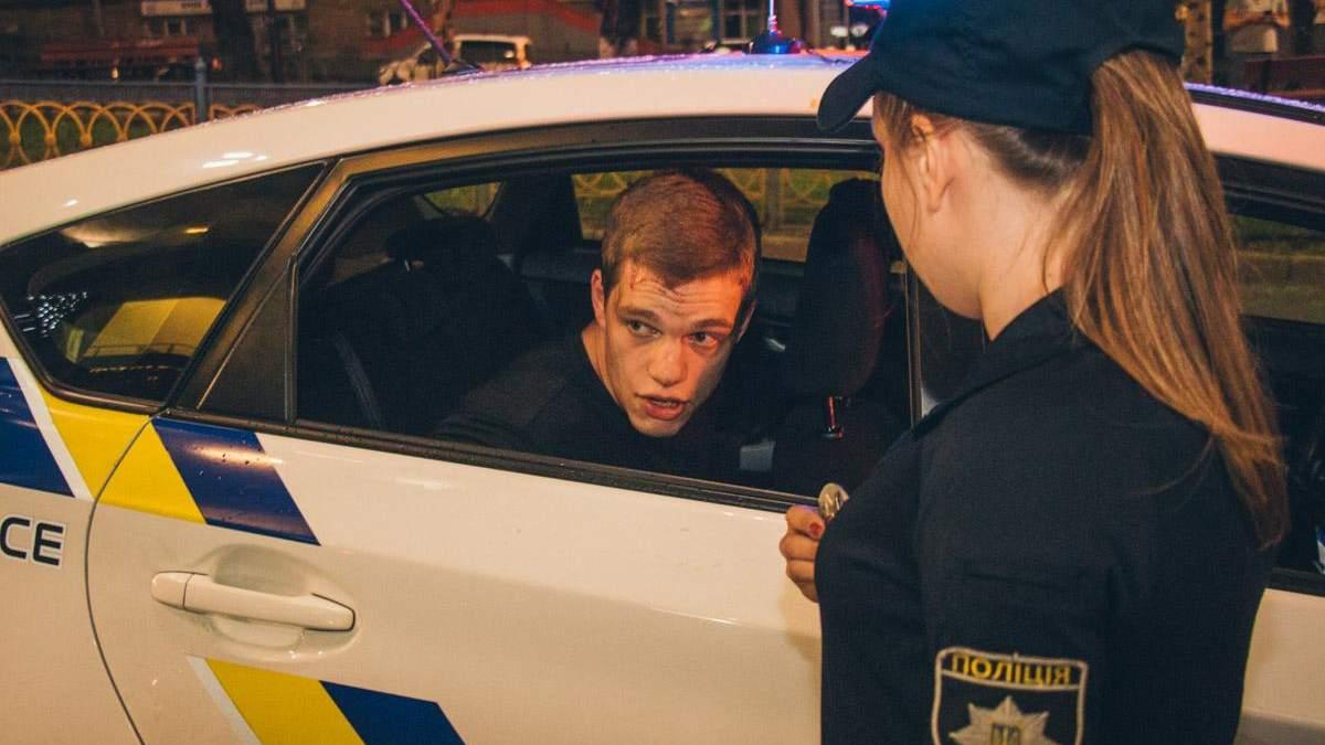 У Києві Hummer збив дівчину на переході