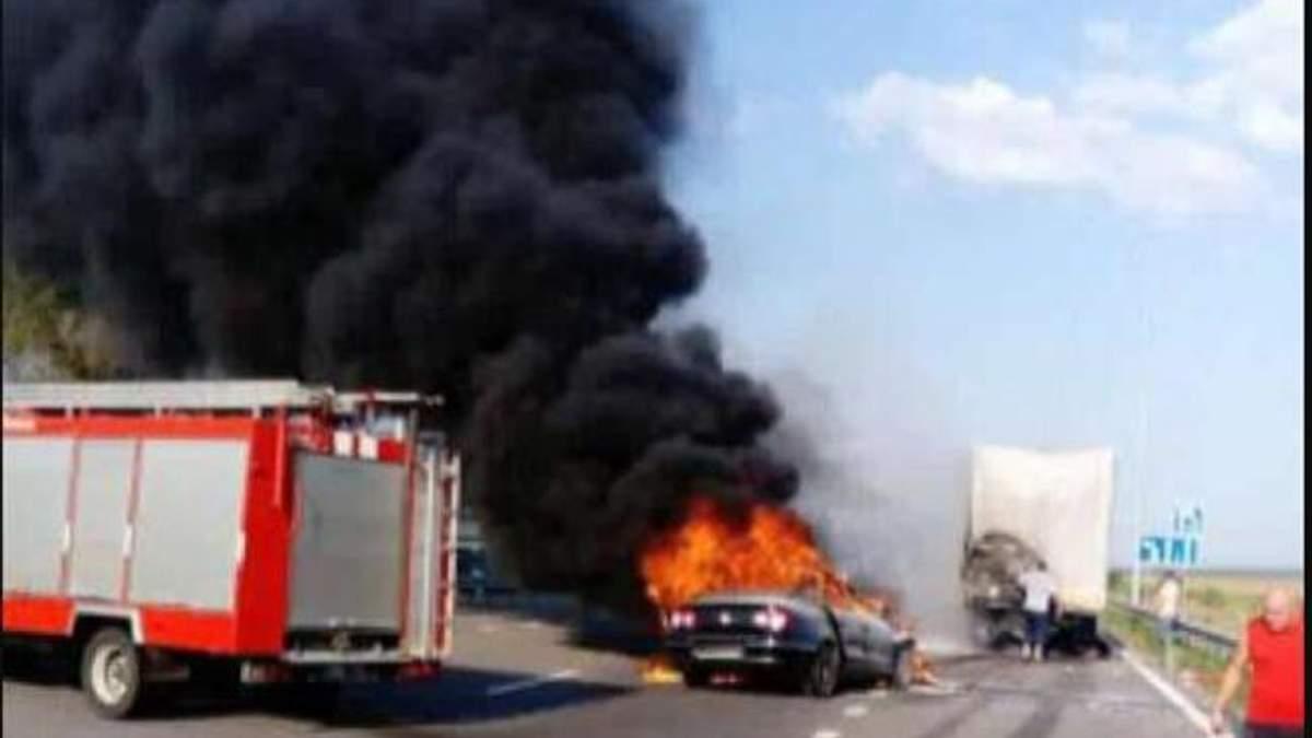ДТП в Киеве: водителя не успели вытащить из машині и он сгорел заживо