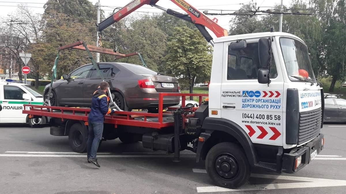 За 1-й день дії закону про паркування у Києві евакуювали 23 авто, які заважають руху, – КМДА