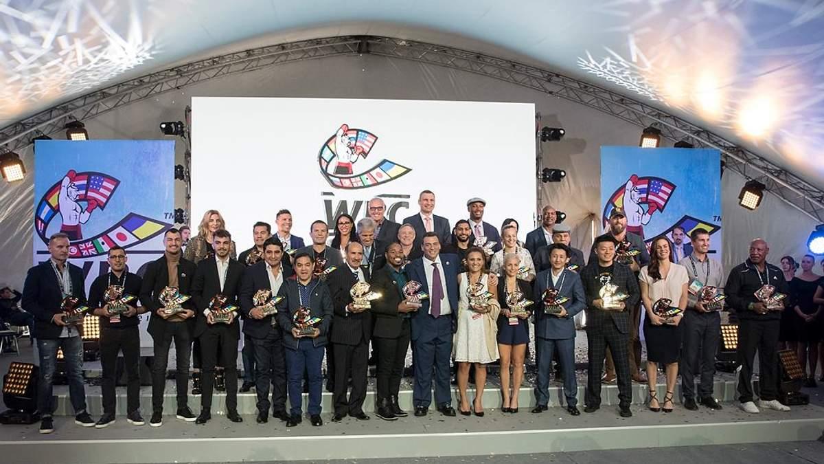 Кличко отримав перший пояс WBC з українським прапором під час відкриття конгресу організації