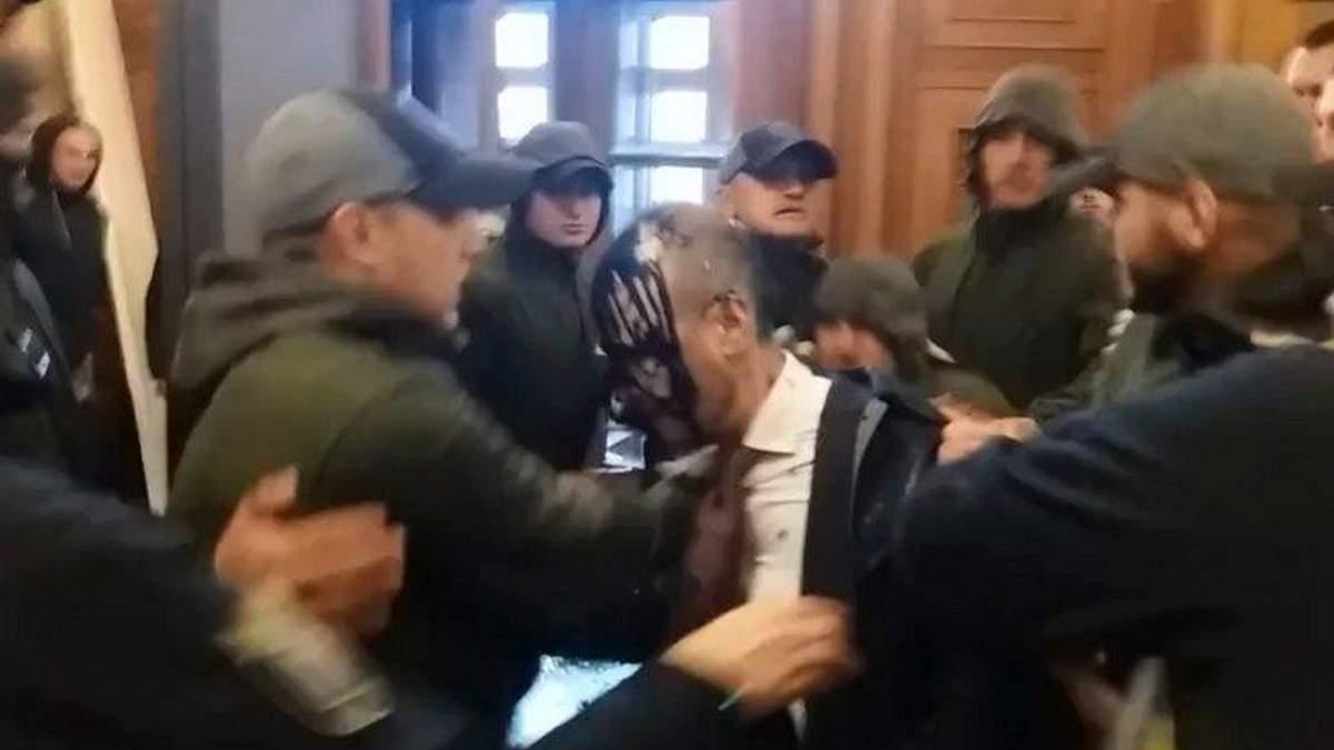 У мережі з'явилося відео нападу на депутата Гусовського