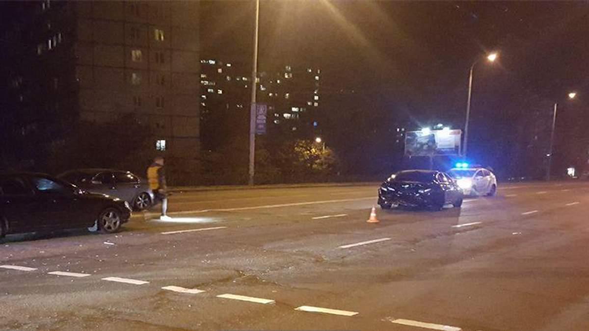 В Киеве вооруженный водитель иномарки устроил тройное ДТП с жертвами