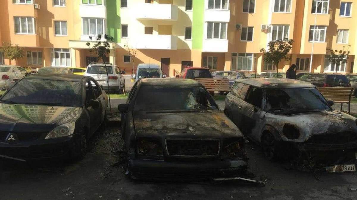 Під Києвом активістам спалили два автомобіля