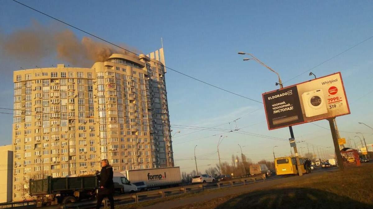 Пожар на проспекте Героев Сталинграда в Киеве