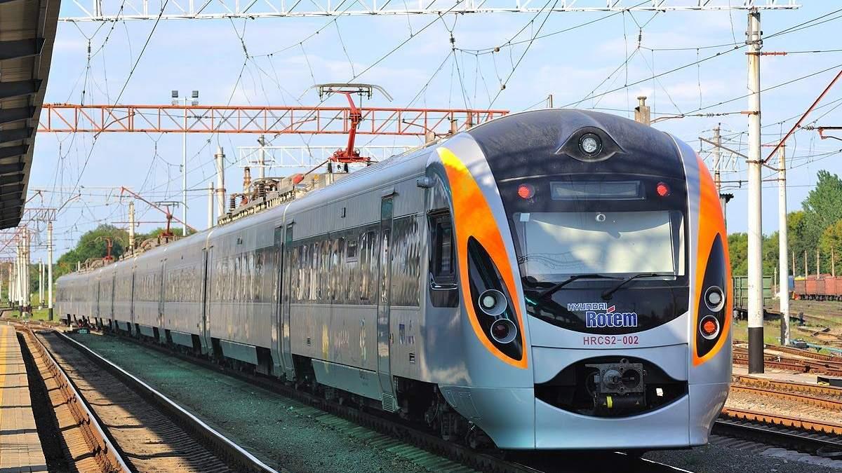 """""""Укрзалізниця"""" призначила додатковий поїзд на свята, який з'єднає Київ з Харковом"""