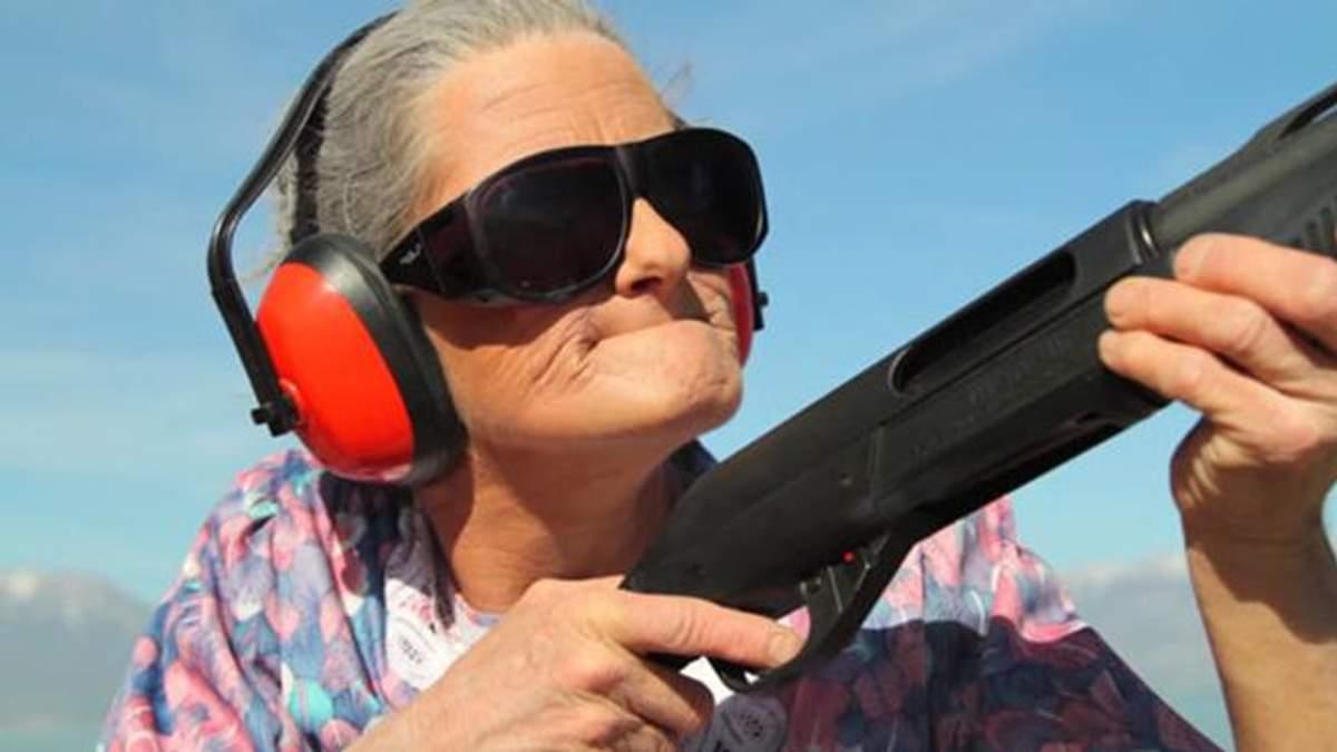 В Киеве будут судить пенсионерку, которая из травмата подстрелила девушку