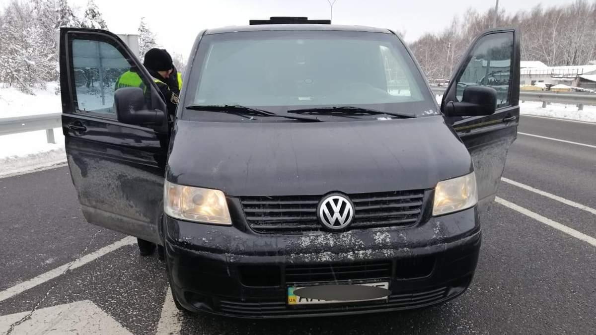 Полиция спасла похищенного мужчину под Киевом