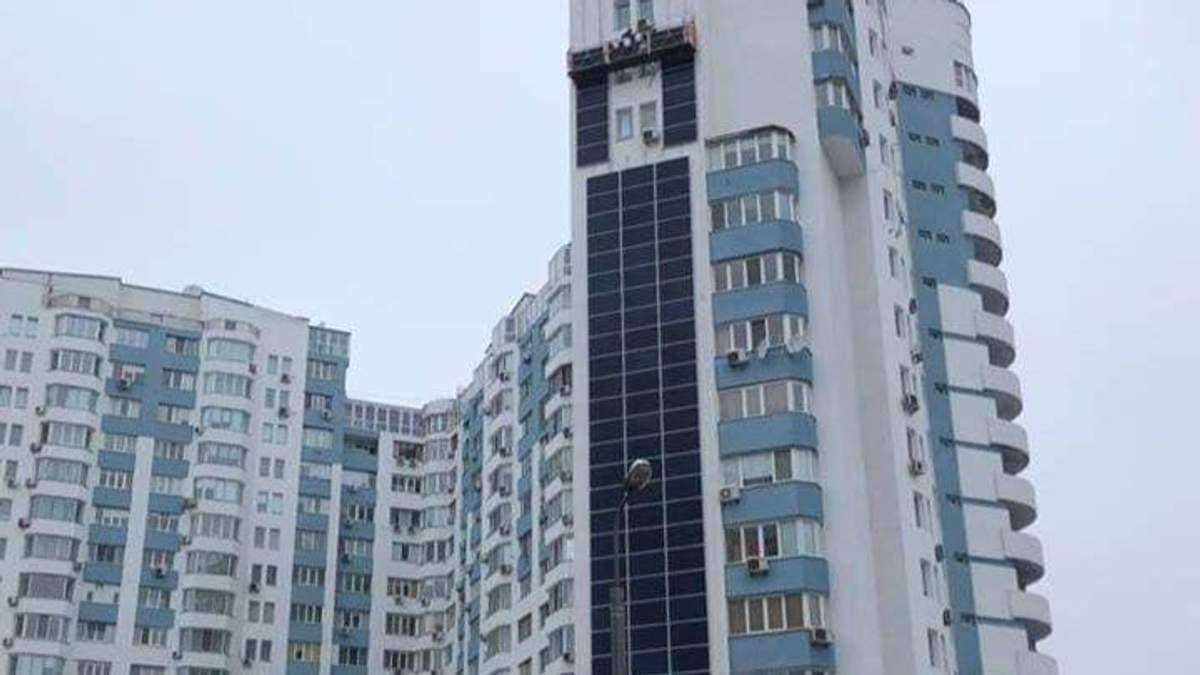 На багатоповерхівці у Києві встановили сонячну електростанцію: чим унікальний будинок