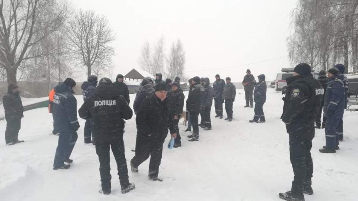 На киевском водохранилище трое мужчин провалились под лед